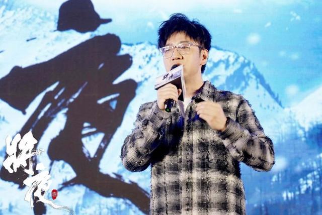 王铮亮吐槽新人歌手 王铮亮说的耍大牌新人歌手是谁是不是陈雪凝?