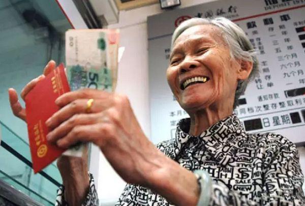 个人每年增加多少养老金与哪些因素相关?