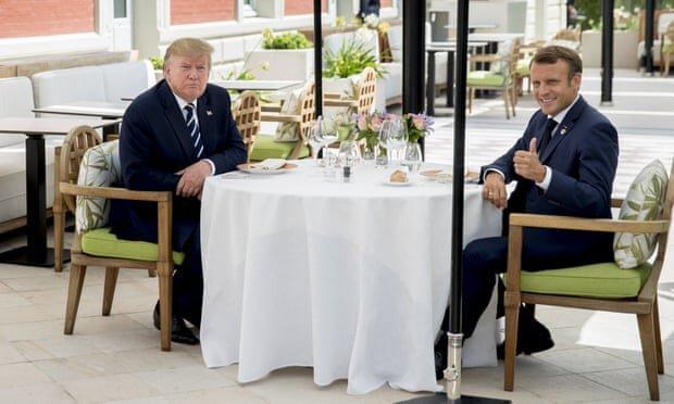 特朗普马克龙10秒超长握手 法国总统为何拉着特朗普的手不放