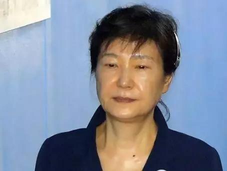 """朴槿惠被陷害入狱,实则为文在寅心腹""""受贿""""背锅,如今罪证被落实!"""