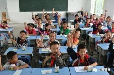 """牛奶+鸡蛋!邯郸市又有50万学生将享受免费""""营养餐"""""""