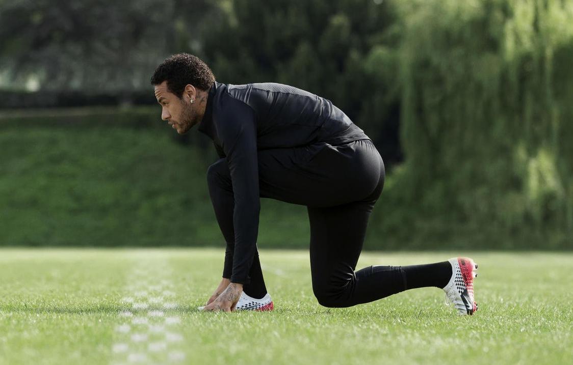 以F1赛车为主题!Neymar x NIKE全新联名概念鞋款曝光!