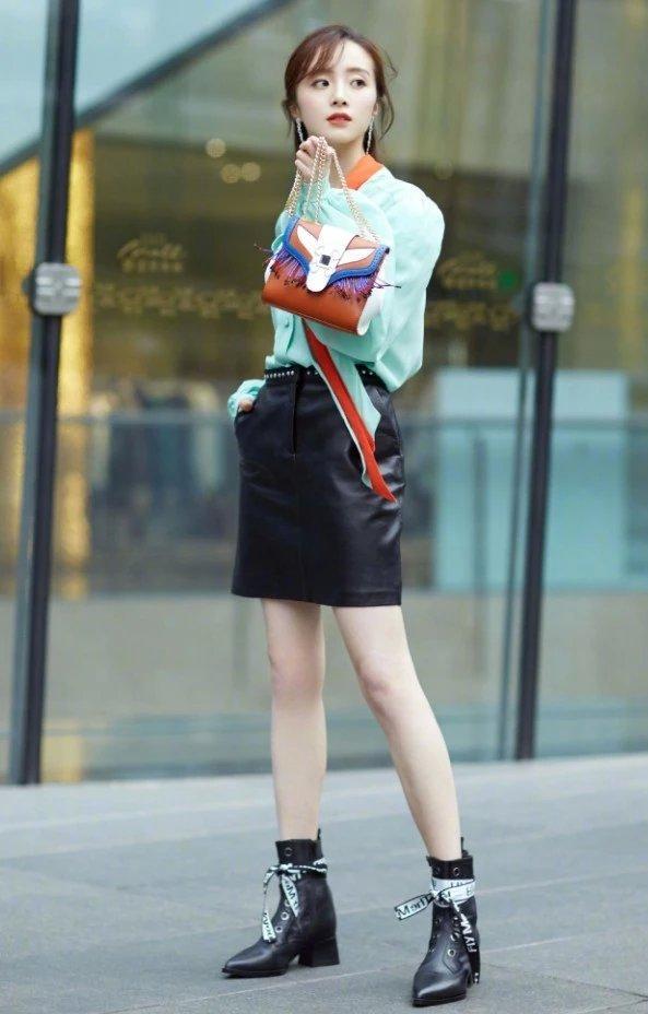 胡冰卿到底有多瘦?别人可能穿不进的靴子,她穿着往下掉堆在脚踝插图(1)