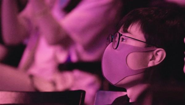 Mlxg现身RNG比赛现场粉丝放黑图遭本人回怼_表情