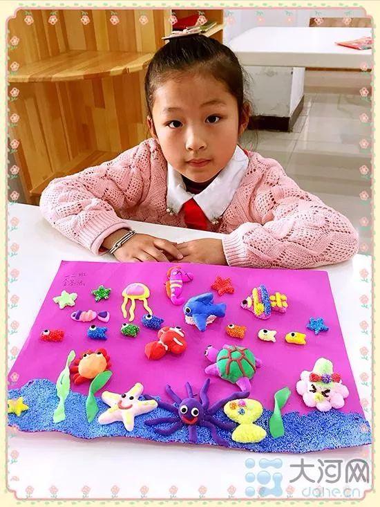 阳光体育课程群   一二年级学生的乐学课程包括《百变折纸》《巧手巧心》《diy 手工坊》《我爱简笔画》《中外