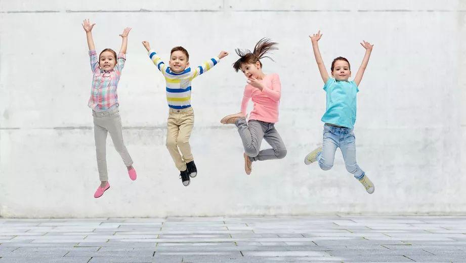 幼儿园着装有讲究,穿啥衣服家长最放心 老师最爱?