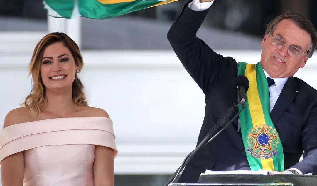 老女人捆绑_原创66岁布丽吉特被嘲笑是老女人,马克龙回怼巴西总统,上演护妻战