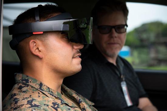 系数美军VR/AR案例:美国海军使用MR将作战人员隐藏在战场上