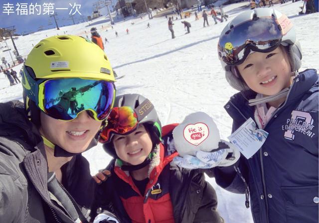 吴尊携家人澳洲度假归来,送Neinei和Max上学,紧张又期待