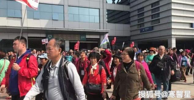 香港面积人口_香港房价,大势已去!超140万贫穷人口,房价恐跌至惠州价位