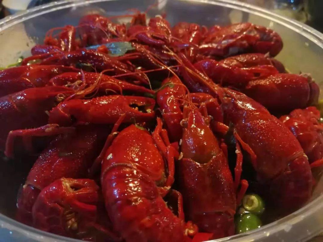中午吃1斤小龙虾 女子皮肤过敏了 06-南京新闻-金陵晚报