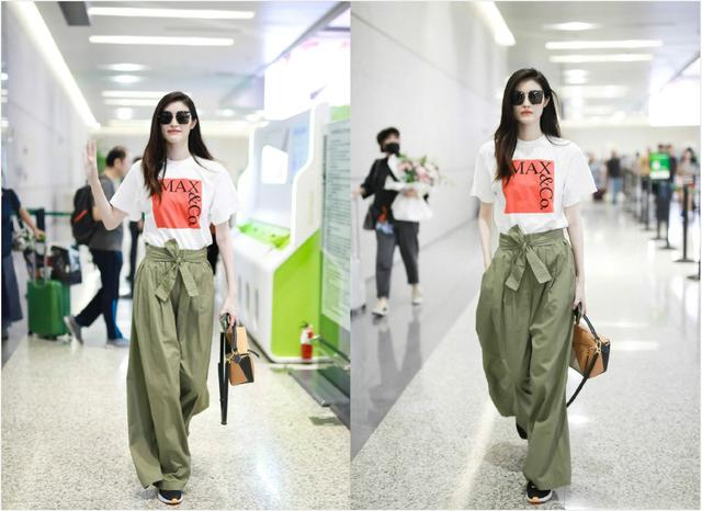 何穗机场当秀场,穿简单T恤配高腰阔腿裤,戴墨镜尽显超模气场插图(1)