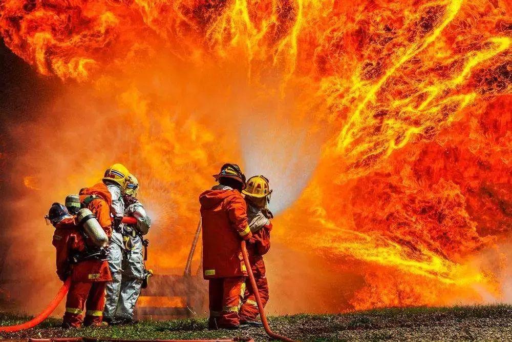具体可细分为综合消防救援员、森林消防员、建(构)筑物消防员、灭火救援员、灭火员、防火员、火灾