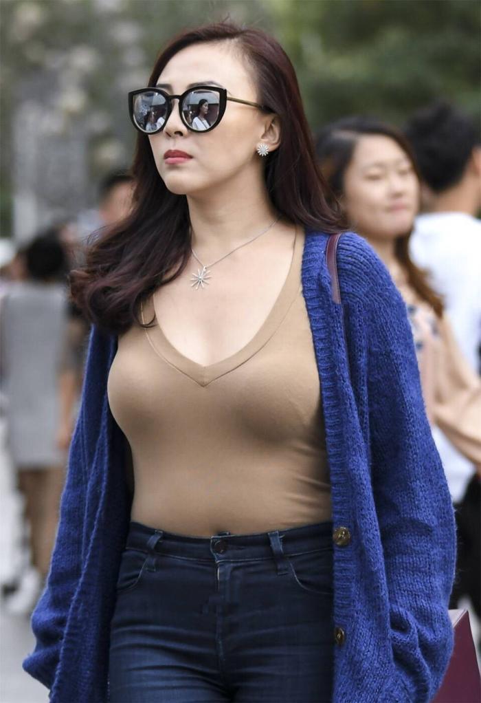 时尚街拍 女人就要像这位辣妈一样,越老越要精致图片