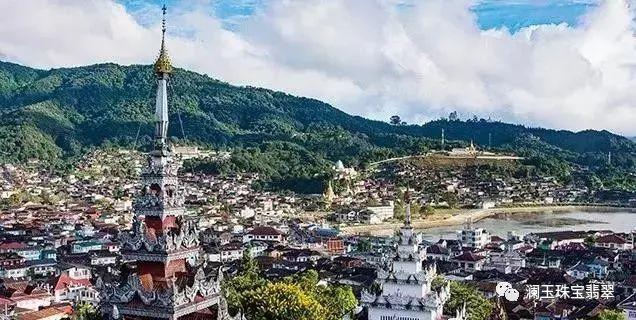 产量最大流经缅甸北部山地的雾露河流域,是缅甸翡翠最为集中的矿区,而