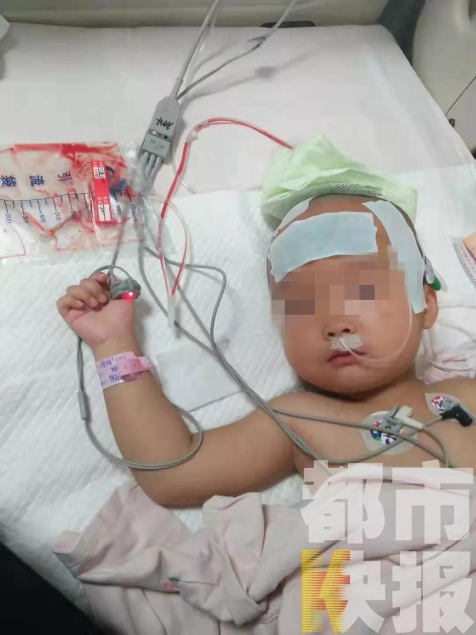 心酸!3岁女童患恶性肿瘤,父母选择先救女儿,奶奶还病着等待手术