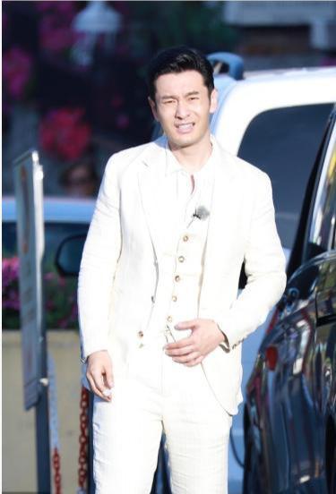 黄晓明意大利街头耍帅搭讪表情,却因美女搞笑要雨刺眼阳光图图片