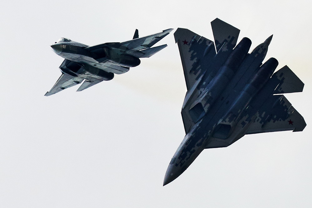 莫斯科航展开幕俄隐身战机苏-57亮相