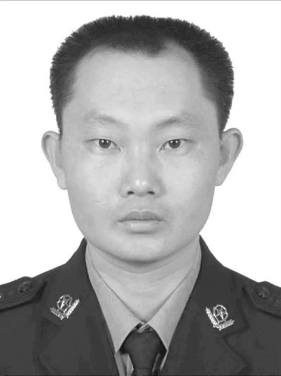沉痛哀悼!吴川公安局45岁副局长因过度劳累突发疾病倒在岗位上……(图1)