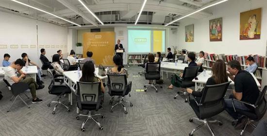 亚洲艺术品金融商学院新任副院长葛思通博士谈艺术与财富管理的交集