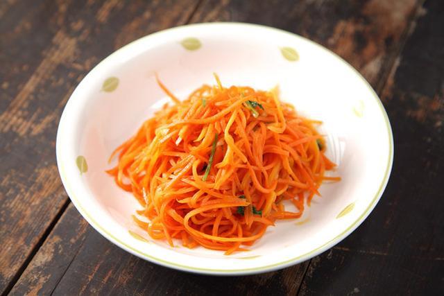 食谱丨胡萝卜丝炒的又硬又没有味道?你差了这一步!