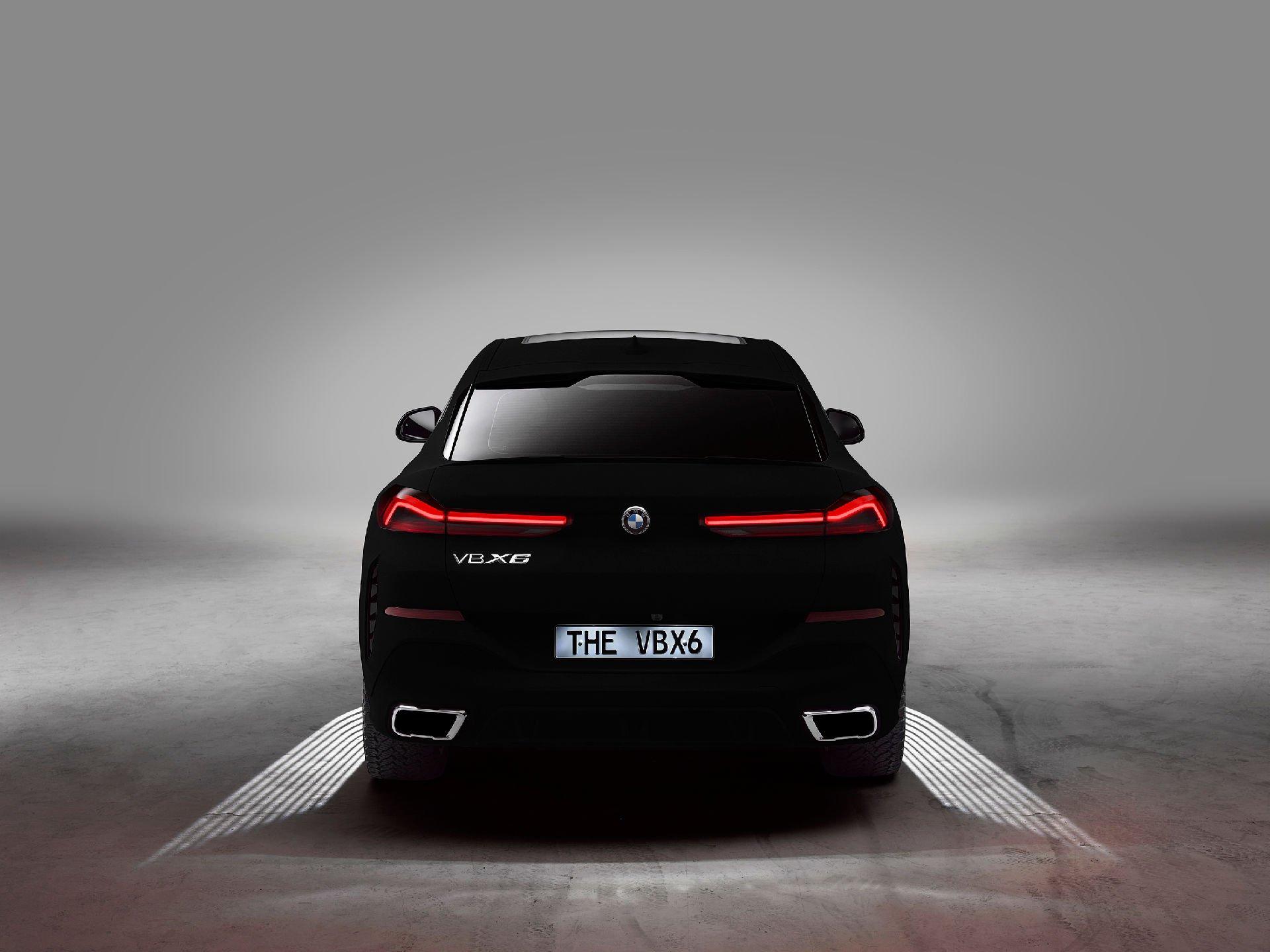 这里的一辆宝马X6获得了世界上最黑的黑色涂装,满足你对黑色的执着