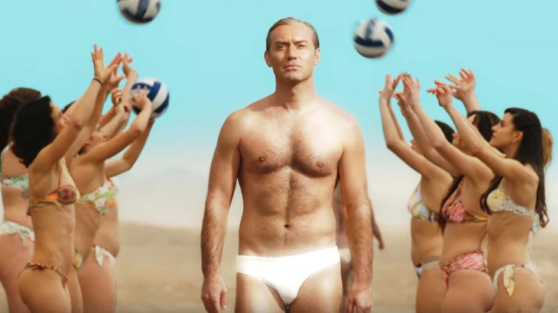 《新教宗》发布首版预告片 裘德·洛海边漫步大秀好身材