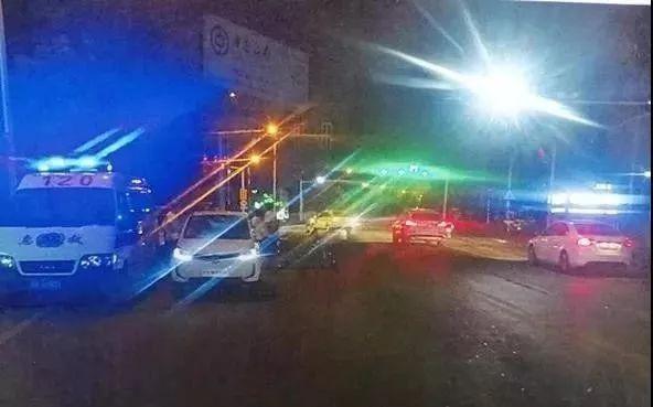 汉中一电动汽车撞上摩托车,司机竟是10岁男孩