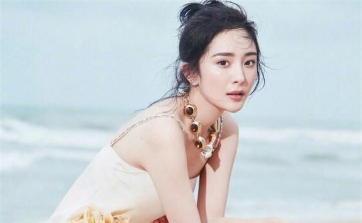 杨幂离婚后首次公开表态,说出憋了七年的心里话,让网友听愣了