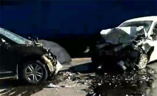 邓州渠首大道发生严重车祸!两车报废一人当场死亡,多人受伤!
