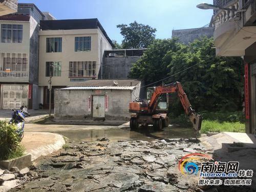 儋州一条巷积水恶臭难闻 回应:已有方案正抓紧施工