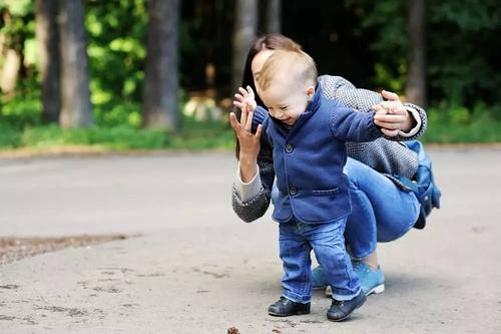 宝宝走路过程中培养平衡感,家长具体应该怎么做?
