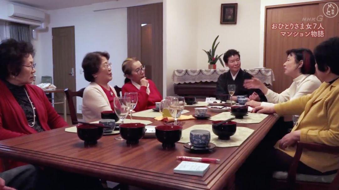 14位老友一起租房養老,養花種菜安度晚年,網友:是理想的老年生活了!