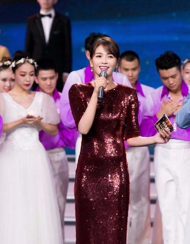 看腻了刘涛穿紧身裙,再看到换发型的蒋欣,瘦了也变美了!