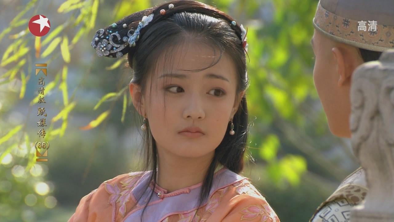 祺贵人扮演者唐艺昕, 竟是一位梨涡女神, 这样穿是要超越杨幂?