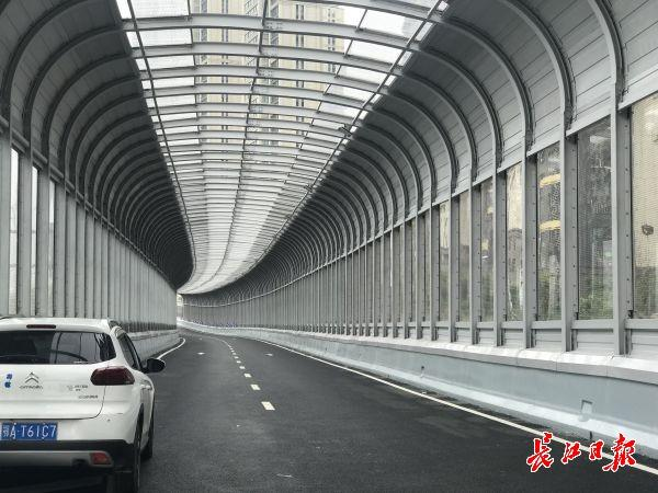 姑嫂树立交上桥匝道试通车,武汉三环线与机场二通道实现全互通