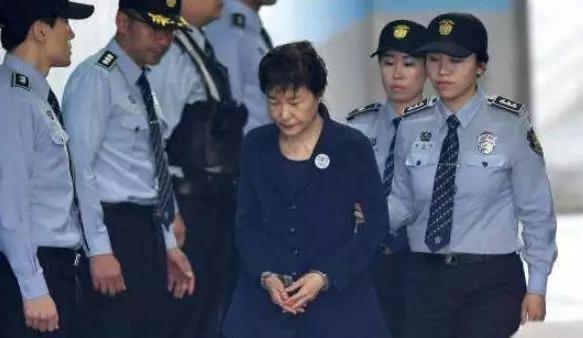 失落18载,绝望锻炼了朴槿惠,终身未嫁!