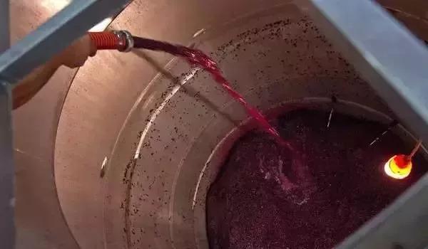 红葡萄酒和白葡萄酒的本质区别