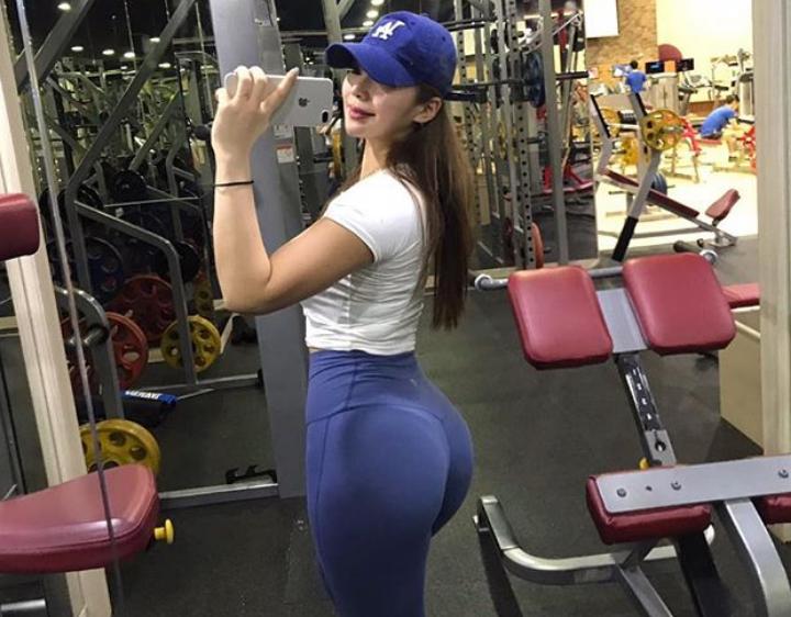 25岁美女健身教练,晒百万豪车引争议,回应称是用汗水换来的