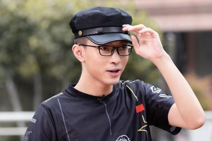 """绝地求生:4AM王总真会玩,三屏看女主播,微博""""认爸爸"""""""