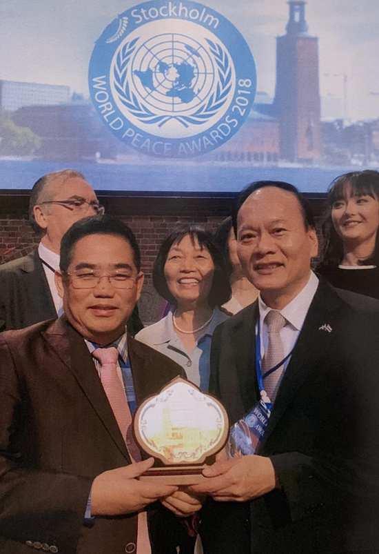 华琪国际集团张秋源主席荣获瑞典世界和平奖