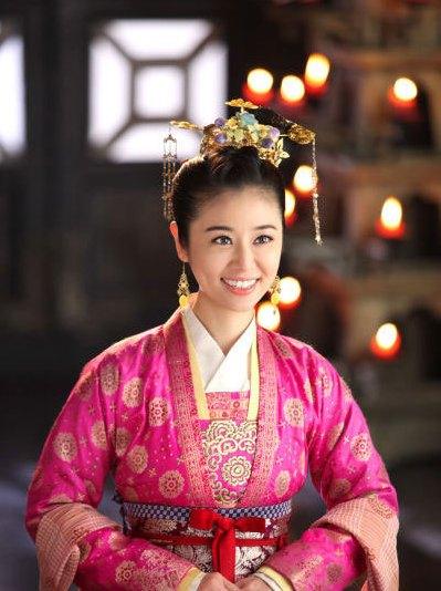 倾世皇妃 马度云终于登上王位,第一件事玩乐美人,馥雅没眼看!