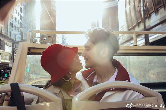 钟丽缇称小12岁的张伦硕因为爱娶的她,并非另有所图,很感人!