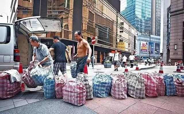 他们把中国20块的地摊货卖到2000元,全球开店4500家!连德国人都抢疯了!
