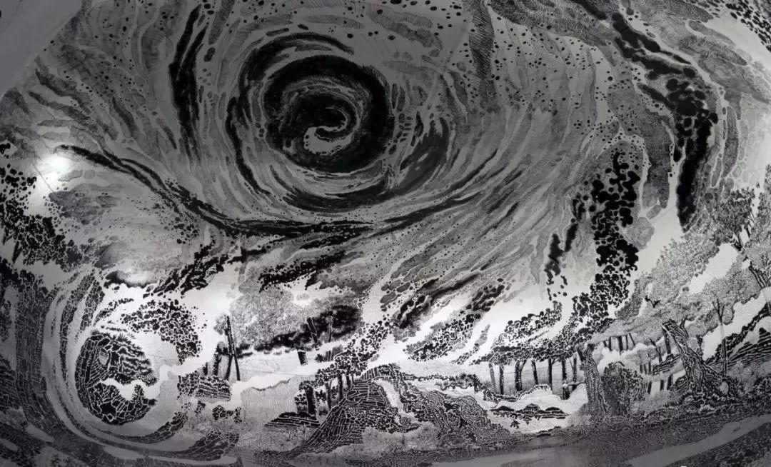 创意 x 绘画 艺术家 Oscar Oiwa 用120支箱头笔绘制的360度沉浸式绘画作品,震撼你的感官