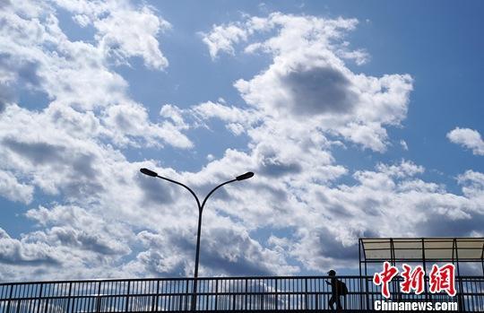 <b>前7月空气优良天数比例同比下降 生态环境部释疑</b>