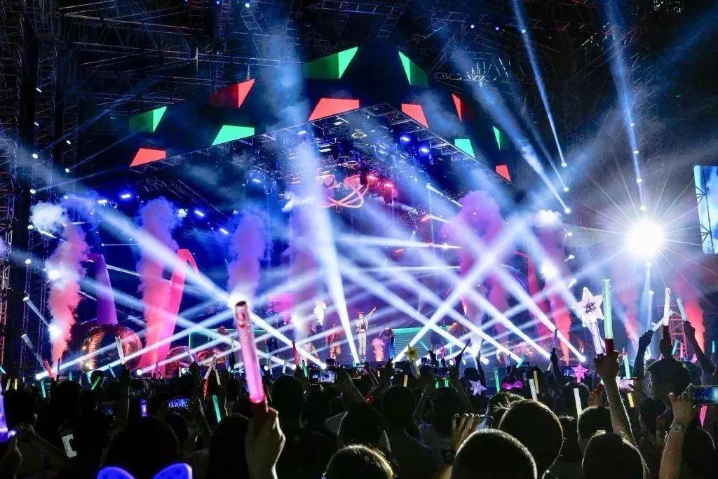 万州体育场群星演唱会门票销售掀起小高潮