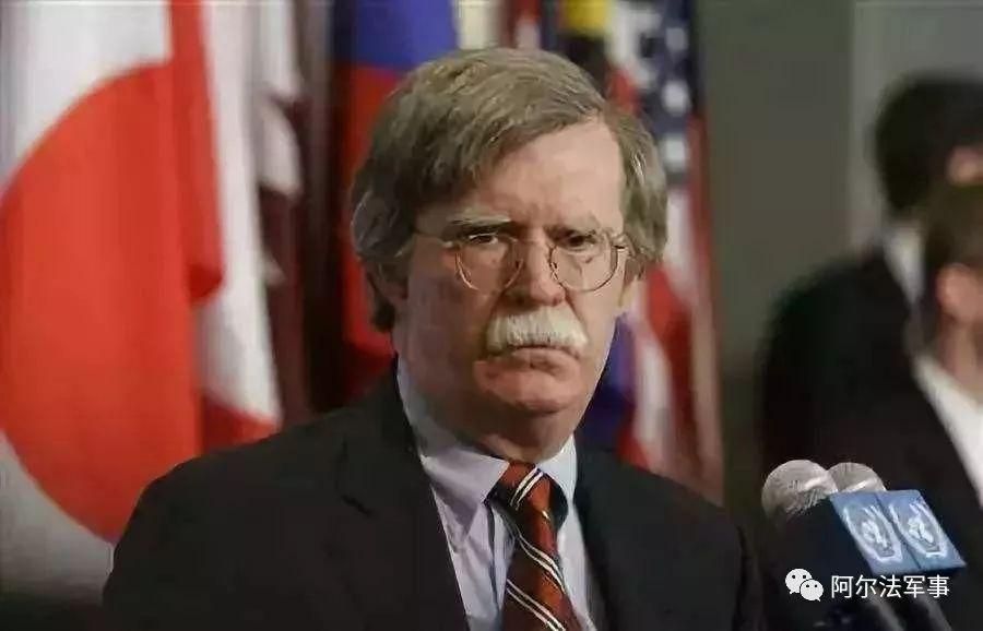 """博尔顿大言不惭,又在乱给中国战机""""找爹"""""""