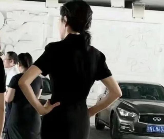 亚洲学生妹撸吧_原创央视主持人周涛演话剧,51岁穿白衬衫留刘海竟像学生妹!