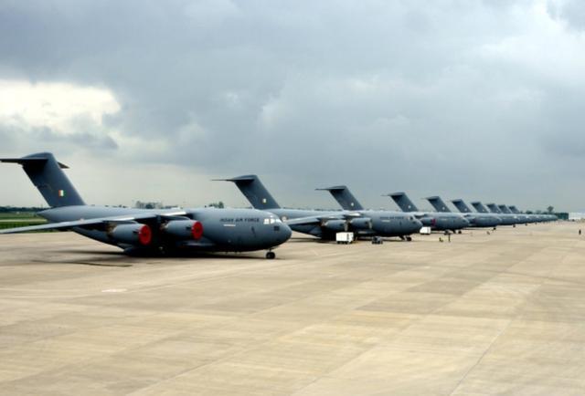 克什米尔危机当口,美国再对印度施以援手:新运输机降落印度腹地